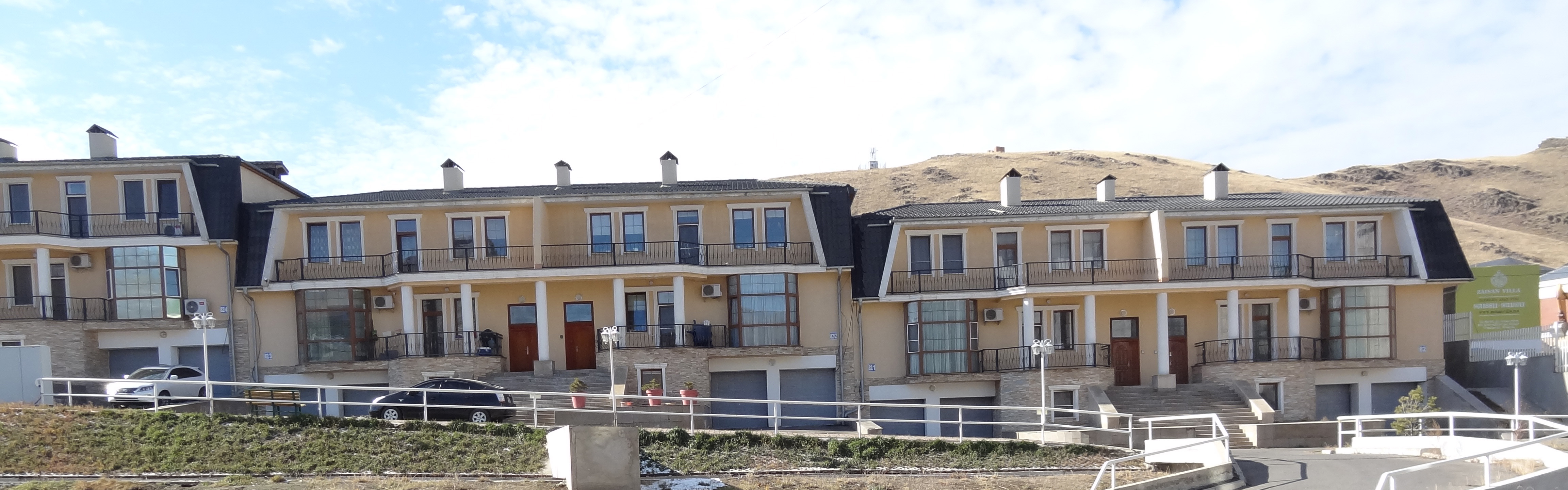 3-level 6-bedroom townhouse  in Anoma Complex